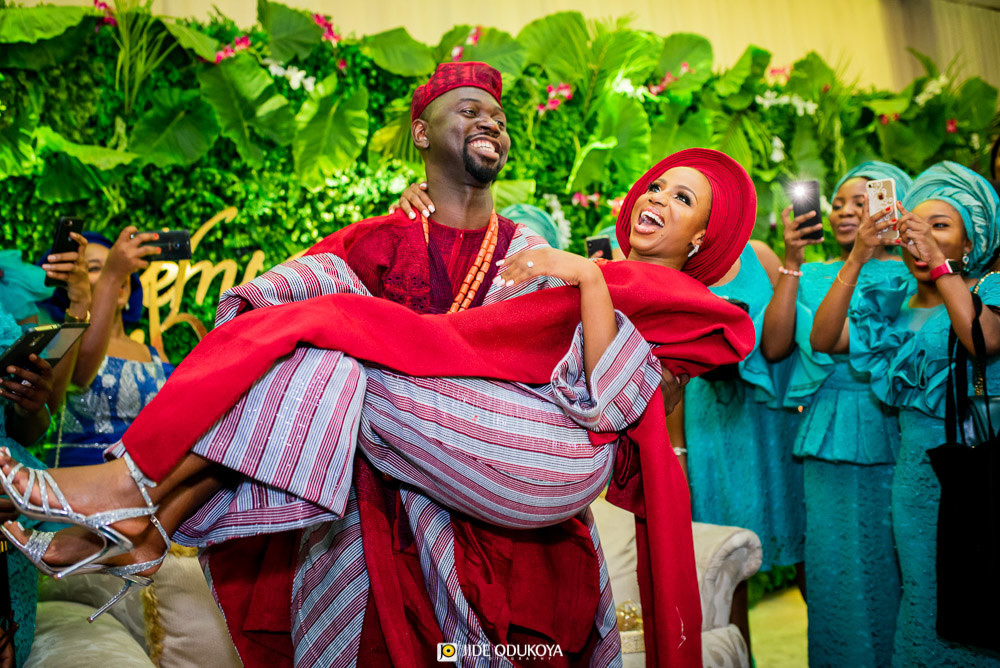 Kemi swept off her feet by Pelu at their traditional wedding ceremony